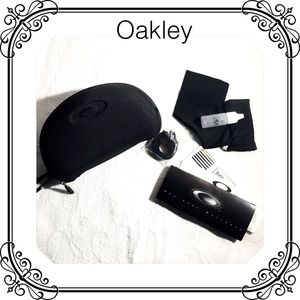 Oakley black sunglass case clamshell style